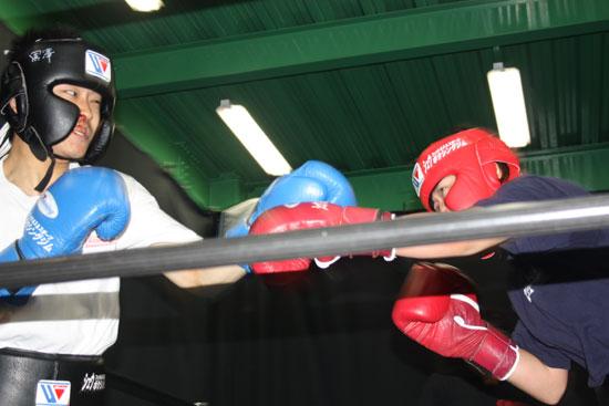 シュウ ボクシングジムではトレーニングコースが充実。プロから初心者まで安心できる環境です!お問合せは03-6909-4117まで